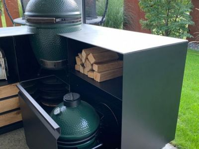 Outdoorkueche mit 2 Green Eggs.jpg